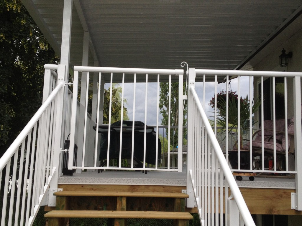 Patio railing cover glass railings mr cover all clear for Apartment balcony floor covering